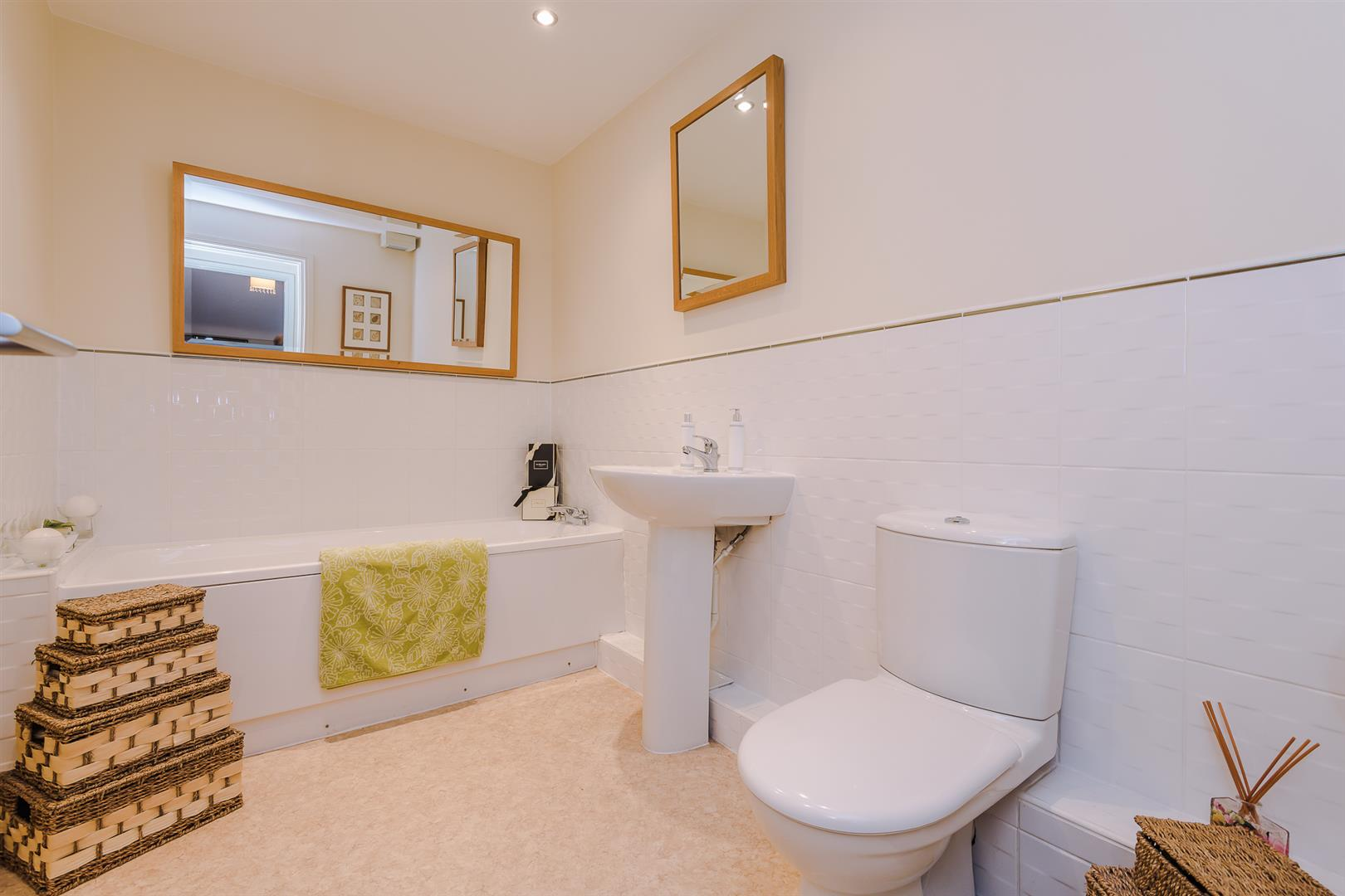 2 Bedroom Apartment Sale Agreed Image 13